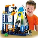 Mainan bagi anak-anak adalah hal yang sangat menyenangkan. Tidak ada anak-anak yang bisa menolak mainan dan tentu saja, mereka nyaris selalu menginginkannya. Di era milenial, pemilihan mainan jadi lebih mudah karena saat ini, banyak jenis mainan yang tak hanya menyenangkan tapi juga bersifat edukatif dan bisa membantu anak-anak dalam mengembangkan kreativitas. Bagi anak laki-laki, ada beberapa jenis mainan yang menarik minat mereka. Intip dalam rekomendasi berikut ini.