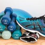 Tak sempat olahraga di luar rumah? Anda bisa berolahraga di rumah. Beli saja beberapa peralatan fitness untuk mendukung kegiatan olahraga di rumah. Yuk, intip tips memilih peralatan fitness ala rumahan plus rekomendasi produknya!