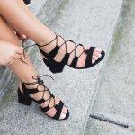 Berbicara tentang sandal, Anda jangan berpikir hanya sandal karet sederhana saja. Ada sandal fashionable yang kini tengah populer. Selain gayanya yang keren, sandal-sandal ini juga nyaman dan praktis untuk digunakan. Penasaran? Mari telusuri sandal wanita terpopuler tahun ini dan bagaimana Anda bisa mendapatkannya.