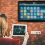 Keberadaan Smart TV saat ini tidak hanya untuk menonton channel televisi, tetapi kamu juga bisa mengakses website, bermain game, atau online dalam satu layar besar. Salah satu Smart TV yang sudah memiliki fitur terbaiknya yaitu Smart TV Sony. Smart TV ini bisa menjadi alternatif ketika menginginkan layar yang lebih besar untuk sekadar online atau bermain game.