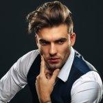 Para pria memang kadang kesulitan memilih gaya rambut. Ingin tetap dengan gaya rambut yang sama kadang membosankan, tetapi ngin coba gaya baru namun takut salah gaya. Nah, jika kamu ingi gaya rambut yang tepat, kamu bisa cek gaya rambut sesuai dengan bentuk wajah kamu. Kamu juga bisa cek tren gaya rambut sepanjang 2020 di bawah ini!