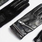 寒い季節には絶対必要な「手袋」は、男性にとってプレゼントで貰って嬉しいアイテムです。ただし、手袋と一言でいっても、素材やデザイン等バリエーションは豊富で、どのような手袋が人気なのか?予算相場は?人気のブランドは?と悩んでしまう方も多いと思います。そこで、ここではそのような疑問について徹底調査した結果を紹介いたします。合わせて彼氏や旦那の誕生日プレゼントに人気の手袋ブランドを【2017年度版】ランキング形式で紹介いたしますので、是非参にしてください。
