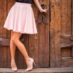 Rok merupakan bawahan andalan wanita. Rok juga mudah dipadupadankan dengan berbagai atasan. Yuk, intip cara memilih rok sesuai bentuk tubuh! Cek rekomendasi rok wanita murah dari kami ya!