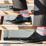ワンランク上のスタイルを目指す20代男性は、おしゃれで上質な靴下でコーディネートにアクセントを加えるのがおすすめです。今回は、20代男性に人気のメンズ靴下を扱うブランドをランキング形式でご紹介します。webアンケート調査の結果などをもとに編集部が選んだブランドの情報が満載です。ぜひ最後までチェックして、お気に入りを見つけましょう。