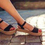 Sandal menjadi fashion item yang banyak disukai wanita karena praktis dikenakan. Sandal hadir dalam beragam jenis dan model yang menarik sehingga penggunaannya harus disesuaikan dengan aktivitas. Nah, salah satu merek sandal berkualitas dan nyaman di kaki adalah Fladeo.