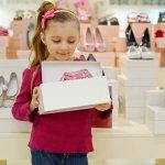 Anda ingin memilihkan hadiah untuk momen istimewa putri kecil tercinta? Salah satu hadiah yang cocok adalah sepatu, karena bermanfaat dan pasti terpakai dalam waktu lama. Karena itu pastikan sepatu pilihan Anda berkualitas, aman dan nyaman untuk menemani semua aktivitas harian si kecil. Mau tahu apa rekomendasi sepatu anak perempuan sekaligus tips & trik memilihnya? Yuk, simak dalam artikel BP-Guide berikut ini!
