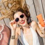Sinar matahari terkadang menjadi musuh para wanita. Bagaimana tidak, sinar matahari bisa menyebabkan berbagai keluhan kulit tetapi kita juga tidak bisa menghindarinya. Itu mengapa perawatan kulit perlu diperhatikan karena seringnya kita terkena sinar matahari. Menggunakan sunscreen yang tepat menjadi salah satu cara merawat kulit dari pengaruh negatif sinar matahari.