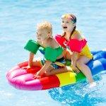 Berenang tentunya menjadi olahraga yang menyenangkan, apalagi bila Anda memiliki kolam renang sendiri di rumah. Mengajak anak-anak agar suka berenang tentunya tidak sulit. Salah satu caranya adalah dengan menyiapkan mainan kolam renang yang menjadikan berenang jadi lebih mengasyikkan dan  seru.