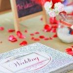 男性にとっても、結婚は人生の一大イベントです。ここでは、男性の後輩や部下に贈る結婚祝いメッセージの書き方のポイントや喜ばれるコツと、使える文例をご紹介します。「結婚おめでとう」の気持ちがこもった心温まるメッセージを贈ってくださいね。