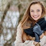 彼女へのクリスマスプレゼントにおすすめのブランド手袋を、「2020年最新版」としてランキング形式でご紹介します。女性から注目を集めるブランドの特徴や魅力についてを徹底調査してまとめましたので、ぜひ大切な彼女へのプレゼント選びの参考にしてください。