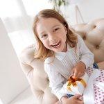 10 Kado untuk Anak Perempuan 10 Tahun yang Bermanfaat dan Membuat Putri Anda Tersenyum Manis