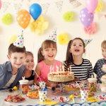 बधाई हो! दुनिया में आपके छोटे से आगमन का जश्न मनाने का क्षण आ गया है।उसका जन्मदिन है; तो उसके लिए जन्मदिन की पार्टी का आयोजन क्यों न करें जब यही बच्चा आपका सारा जीवन संवारेंगा ? स्थान तय हो गया है, दोस्तों और रिस्तेदारो को बुलाने के लिए कार्ड तैयार है, और केक अपने रास्ते पर है। लेकिन, पार्टी के पक्षधर चुनने के बारे में क्या? पार्टी के लिए उपहार अभी भी किसी भी बच्चे के जन्मदिन के जश्न का एक बड़ा हिस्सा है।हमारे पास एक रॉकिंग पार्टी के लिए कुछ अद्भुत पार्टी विचार हैं,पूरी जानकारी लेख में दी गयी है।