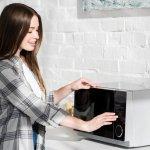 Microwave menjadi salah satu peralatan dapur yang wajib kamu miliki. Agar tagihan listrik tidak jebol, kamu bisa memilih microwave yang berdaya rendah. Jangan khawatir, melalui artikel ini BP-Guide akan memberikan rekomendasi microwave berdaya rendah hanya untukmu.