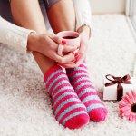 親しい女性へのちょっとしたプレゼントに、実用的でおしゃれな靴下を贈りませんか。今回はギフトに人気の靴下【2019年最新の情報】を集め、おすすめのアイテムを12個厳選しました。ブランドものの靴下や健康志向の方に人気の5本指ソックス、冬に快適に履ける暖かさ抜群の靴下など、素敵なアイテムが揃っています。