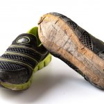 Mau olahraga tapi malas dengan sepatu yang ribet? Atau mungkin suka olahraga lari tapi selalu kesal karena tali sepatu bolak balik lepas? Tenang, kamu bisa andalkan sepatu olahraga tanpa tali. Penasaran dengan rekomendasinya? Cek pilihan dari BP-Guide ini yuk!