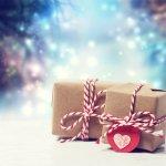 高校生の彼女へ贈るクリスマスプレゼントの人気ランキング【2017年度版】をご紹介します。 高校生の彼女へのクリスマスプレゼントの相場や予算、そして予算別のおすすめプレゼントと同時に、人気のプレゼントを徹底解説します。 1年で1回のイベントであるクリスマスに贈る特別なプレゼントで失敗しない様に予めしっかりと情報を収集して彼女に喜んでもらいましょう。