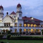 Mau mencoba staycation di Semarang, mengapa tidak? Di kota yang satu ini ada banyak sekali hotel asyik dan keren yang bisa jadi tujuan staycation kamu. Simak pembahasannya bersama kami!