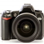 Meskipun masa kejayaan kamera SLR sudah berlalu, namun kamera SLR masih memiliki penggemarnya tersendiri. Ada berbagai macam alasan kenapa kamera SLR masih dicari sampai kini. Yuk kita lihat kenapa sih kamera SLR ini masih dicari para kolektor kamera.