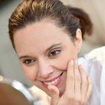 40代の女性が抱えている肌トラブルに働きかけてくれるブランドエイジングケア化粧品は、贈ると喜ばれる人気の高いプレゼントです。そこで、話題になっているブランドエイジングケア化粧品を【2021年最新版】ランキングにしてご紹介します。化粧品のプレゼントは、まずはじめに、相手の女性がどのような肌悩みを抱えているかを確認することが大切です。ぜひ相手の女性の悩みを解決してくれるプレゼントを見つけてください。