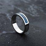 指先でキラリと光る指輪は、男性の個性やセンスを感じさせるファッションアイテム。そこで、編集部がwebアンケートなどを実施し、おすすめのメンズ指輪ブランドのランキングを作成しました。各ブランドの魅力を徹底調査した結果をまとめており、人気の高い指輪ブランド選びのヒントが満載です。自分にぴったりの指輪を見つけて、おしゃれに磨きをかけましょう。