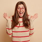 Sweater memang tidak ada matinya. Namun, untuk tampilan yang lebih keren, musti lebih cerdas dalam padu padannya. Berikut ini, BP-Guide akan memberikan tips padu padan outfit bermotif garis dan rekomendasi produk sweater belang yang pas untuk Anda.