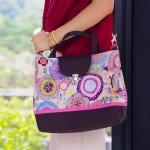 Tampil cantik dan bergaya dengan batik? Siapa takut! Anda yang gemar menggunakan batik tak boleh melewatkan produk fashion dari batik yang satu ini. Simak panduan memilih dan merawat tas batik dari BP-Guide berikut ini lengkap dengan rekomendasi tas yang bisa Anda miliki.