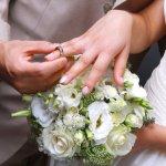 Memilih cincin kawin yang tepat untuk hari pernikahan Anda dan pasangan adalah salah satu hal penting yang harus dipertimbangkan dengan baik. Tak perlu bingung, Anda bisa menyimak tips memilih cincin kawin yang tepat lengkap dengan rekomendasinya berikut ini!