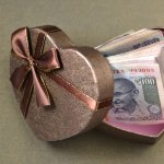 Giving cash as a gift to the newlywed has been the long going tradition for Indian weddings. However, many of us hesitate in giving money directly or handing out cash envelopes to our beloved friend for their new beginnings. If you were looking for some innovative ways to hand out cash as a gift to the couple, here are some awesome ideas.