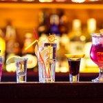Mungkin selama ini Anda berpikir bahwa alkohol atau minuman keras hanya mendatangkan bahaya dan kerugian saja. Padahal jika dikonsumsi secara tepat dan moderat, minuman keras juga bisa bermanfaat seperti yang akan BP-Guide bahas dalam artikel berikut ini!