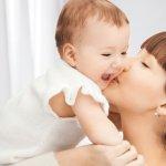 赤ちゃんの健やかな成長には適度な湿度が必要で、湿度が低いと風邪をひきやすくなり、肌や目が乾燥してしまいます。そこで今回は、2019年最新のお祝いにおすすめ、赤ちゃんのため加湿器のご紹介です。加湿器は赤ちゃんだけでなく、育児を頑張るお父さんやお母さんの健康もサポートしてくれます。様々な機能やデザインがあるので、贈る方にぴったりな物を見つけてください。