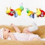 Ada banyak manfaat dari gantungan mainan untuk bayi. Anda bisa mendukung tumbuh kembang, mulai dari otak, panca indra hingga tubuh si bayi. Apalagi manfaat dari gantungan mainan ini? Simak ulasan dan rekomendasinya dari BP-Guide berikut ini, ya.