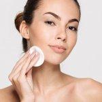 Ladies, Membersihkan Makeup Tidak Cukup Hanya dengan Air! Inilah 10 Rekomendasi Produk Pembersih Makeup yang Ampuh Usir Sisa-sisa Kosmetik
