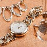 シルバー腕時計は、落ち着いた雰囲気でオン・オフどちらにも活躍する人気アイテムです。今回は、素敵なデザインでプレゼントにぴったりのシルバー腕時計をまとめた2019年最新情報をお届けします。シチズンなど有名ブランドのものからプチプラ商品までピックアップしているので、選び方のポイントや予算情報と合わせて参考にしてください。