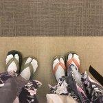 Banyak hal-hal unik yang muncul dari Jepang. Tahukah Anda bahwa Jepang tak hanya memiliki baju tradisional berupa kimono. Negara yang terkenal dengan julukan negeri sakura ini memiliki banyak jenis pakaian tradisional sejak zaman dahulu. Bahkan beberapa diantaranya masih digunakan hingga saat ini. Berikut beberapa apparel unik Jepang yang wajib Anda ketahui.