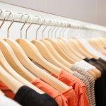 8 Rekomendasi Gantungan Baju Kayu yang Unik dan Jadikan Kamar Lebih Rapi (2020)