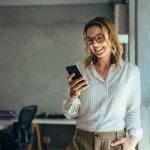 Jika berbicara tentang merek handphone, maka Samsung tidak akan ketinggalan. Merek ini memang sudah terbukti mengeluarkan berbagai produk dengan fitur-fitur variatif yang bisa mengakomodir kebutuhan penggunanya. Di tahun ini, ada sejumlah handphone baru keluaran Samsung yang bisa Anda gunakan untuk menunjang aktivitas sehari-hari.