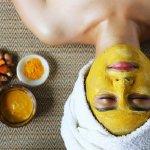 Masker wajah bisa digunakan agar kulit wajah lebih sehat dan segar. Kamu bisa melirik aneka masker wajah dengan bahan yang sesuai dengan kebutuhan kulit. Untuk kamu yang berjerawat, kamu bisa memilih masker kunyit. Kamu bisa membuat sendiri atau bisa juga memakai masker kunyit instan yang siap pakai. Nah, yuk cek rekomendasinya dari BP-Guide!