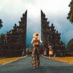 Bali memang selalu menjadi pilihan pertama ketika kita memikirkan untuk berlibur bersama keluarga. Bali juga selalu menjadi pilihan traveler mancanegara karena memiliki berbagai pilihan tempat wisata yang indah seperti pantai, air terjun, danau, bukit dan masih banyak lagi.