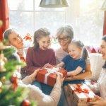 Vượt qua khuôn khổ tôn giáo, Giáng sinh đã trở thành một dịp đặc biệt trong năm để tất cả cùng nhau lắng lại cho một năm sắp qua và đón chào năm mới sắp tới. Với bài viết gợi ý mua 10 món quà Noel đẹp dành tặng người thân (năm 2020) dưới đây, bạn hãy trao cho những người bạn yêu thương những niềm vui và ấm áp, bạn nhé!