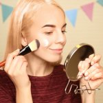 Primer atau makeup base adalah salah satu kunci agar riasan tetap bisa bertahan dalam waktu yang lama dan membuat wajah terlihat lebih segar. Kalau Anda ingin menggunakan primer yang sesuai, Anda bisa cek tips dan rekomendasinya berikut!