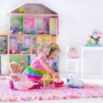 Bermain memang menjadi dunia anak-anak. Manfaatkan waktu bermain anak untuk membuatnya jadi berkembang lebih baik, secara fisik maupun secara pikiran. Anak perempuan lebih cepat berkembang dari segala sisi, maka dari itu, usahakan memilih mainan yang bisa mendukung perkembangannya lebih baik. Anda bisa cek cara memilih mainan untuk anak perempuan dari kami. Selain itu, cek juga rekomendasi produknya dari kami!