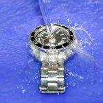 Jangan takut menembus apapun medan, meski terjal berliku, atau hujan dan basah. Anda akan tetap tepat waktu, dengan menggunakan jam tangan anti air yang pas untuk wanita aktif yang memerlukan ketepatan waktu.