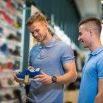 Sepatu Under Armour menjadi pilihan yang cukup mencuri perhatian akhir-akhir ini. Anda bisa menjadikan sepatu tersebut sebagai pilihan terbaik untuk Anda. Berikut ini, BP-Guide akan memberikan ulasan serta rekomendasi produk Under Armour terbaik yang bisa Anda jadikan pilihan.