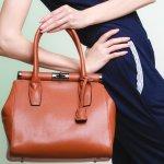 Tas bagi wanita memang sangat penting karena tidak hanya digunakan untuk membawa berbagai barang, tas juga menjadi salah satu ikon fashion untuk tampil trendi. Tak perlu mahal, kamu tetap bisa tampil gaya dengan rekomendasi tas murah tapi bagus dari BP-Guide berikut ini!