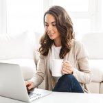 Bagi yang belum terbiasa dengan Work From Home (WFH) memang tidak mudah menjalankan kerja secara online. Namun, bukan berarti tidak bisa dilakukan dengan nyaman. Berikut tips buat kamu yang ingin menjalankan WFH tetap nyaman dan produktif.