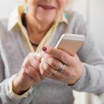 Meskipun sudah berusia senja, orang tua tetap membutuhkan alat komunikasi. Terutama jika anak-anaknya berada di luar kota. Dengan adanya handphone, maka orang tua akan merasa terus terhubung dengan anak-anaknya. Namun, tentunya menggunakan handphone tidak selalu mudah bagi orang tua. Guna mengatasinya, pilihlah handphone yang memang mudah digunakan dan tepat bagi orang tua. Seperti apa? Simak saja di artikel BP Guide ini.