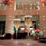 名古屋周辺で、お昼の時間帯からクリスマスデートに出掛けるプランを考えている方は、おしゃれなレストランでクリスマスランチを楽しんでみませんか。2019年最新情報や口コミなどから人気のレストランを厳選してご紹介します。ビュッフェやコースなど、クリスマス限定のプランなども詳しくまとめました。