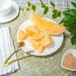 Tidak hanya nikmat disantap langsung, melon juga bisa dijadikan camilan saat santai atau selagi beraktivitas. Yuk cicipi manisan melon yang bisa dibuat sendiri di rumah atau kalau tidak sabar, kamu juga bisa membelinya secara langsung!