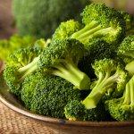 Brokoli merupakan sayuran yang banyak kita konsumsi. Sayuran ini mudah didapatkan baik di pasar tradisional maupun pasar swalayan. Bagi kamu pencinta brokoli, bersyukurlah karena ada banyak sekali manfaat mengonsumsi brokoli untuk kesehatan. Untuk kamu yang belum menyukai brokoli, coba deh olah brokoli dengan aneka resep yang kami hadirkan. Dijamin rasanya lebih enak dan kamu juga bisa mengonsumsinya untuk kesehatanmu.