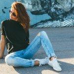 Kenakan 10 Rekomendasi Atasan Polos Wanita Ini untuk Bikin Gaya Makin Stylish (2020)